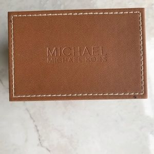 ✨MICHAEL KORS BOX✨